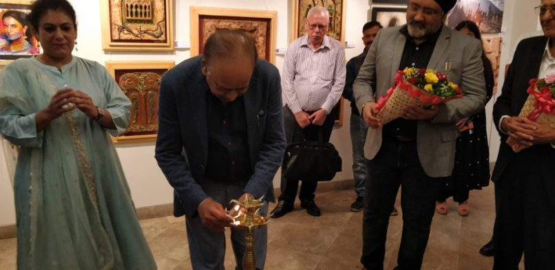 Mr. Vikash Mittersain, Founder & President of India Business Group as the Chief Guest at Exhibition of Painting, Prints & Sculptures by Expopedia